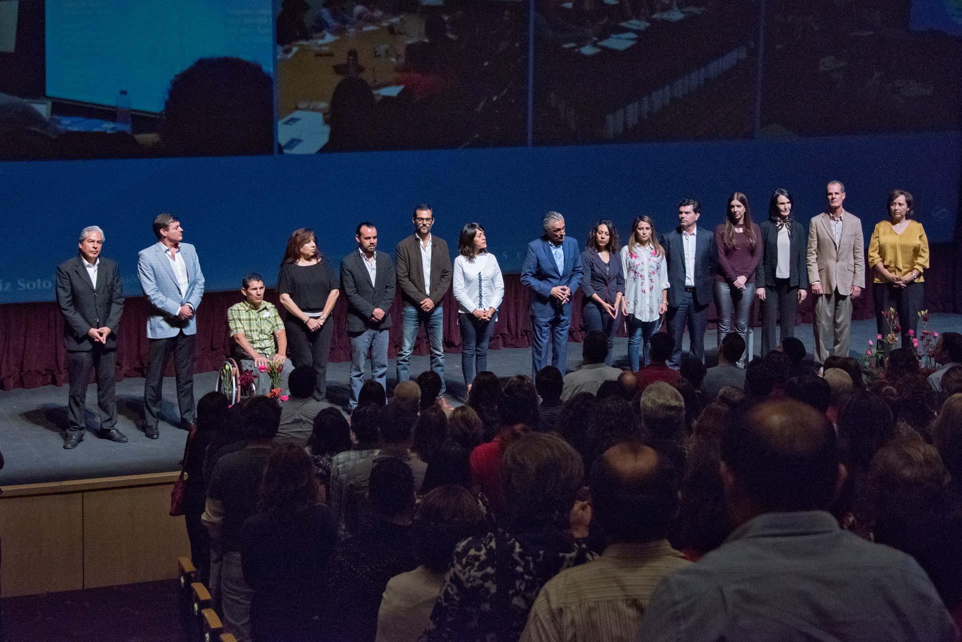 <h3>Dr. Alfonso Ruiz Soto<br /><strong>Conferencia «Una notable ausencia: Tú»</strong><br />Teatro José Pablo Moncayo PALCCO, Zapopan, JAL. Octubre 12, 2017.</em></h3>